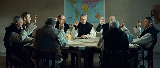 "The monks vote to stay in ""Of Gods and Men"" (""Des hommes et des dieux"" (2010)"