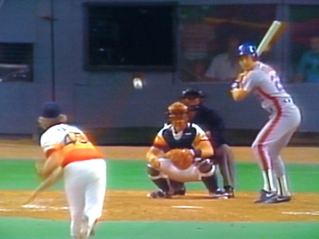 Ray Knight ties the game in the top of the ninth, Game 6, 1986 NLCS