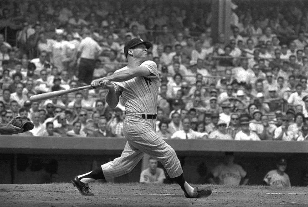 Mickey Mantle swinging in 1961