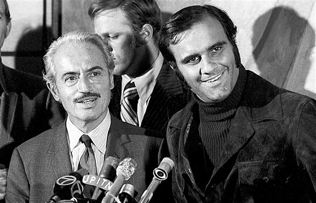 Marvin Miller and Joe Torre at the end of the 1972 players strike